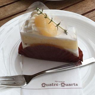 白桃のショートケーキ(キャトルキャール 小平店 (Quatre-quarts))