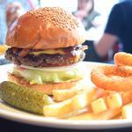 仕事の合間やディナーには、茅場町でハンバーガーを食べませんか?
