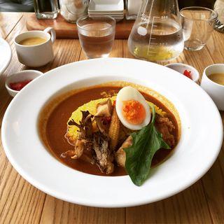 丹波肉鶏のカレー&サフランバターライス(オニジャス コーヒー ヴィレッジ (ONIJUS COFFEE VILLAGE))