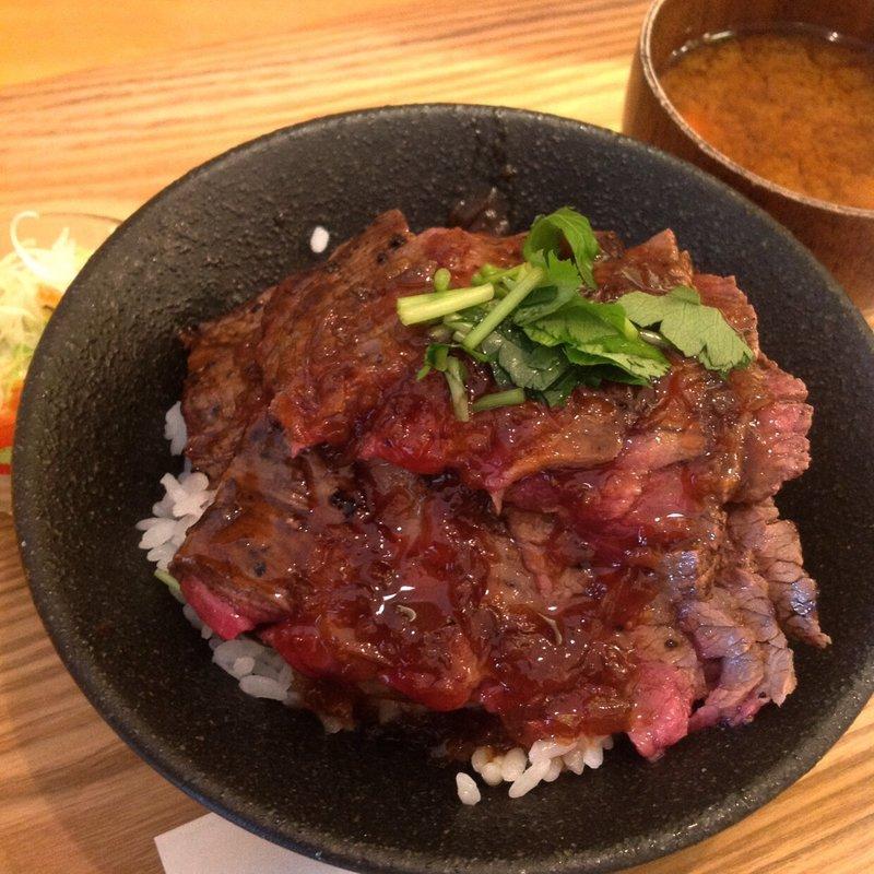 ステーキ丼(肉大盛り)