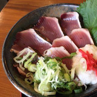 ワラ焼き鰹タタキ丼(山本鮮魚店 )