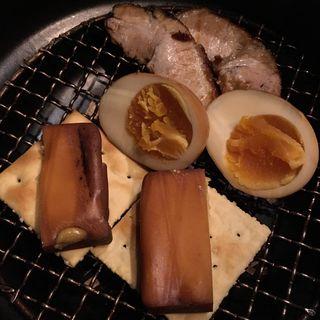燻製の盛合せ(隠豚 (カットンダイニングイントン))