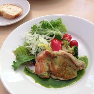 淡路鶏のロースト グリーンソース(ビショップカンティーン (Bshop CANTEEN))