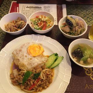 挽肉のバジル炒めご飯(アジアンタワン 神楽坂店 (ASIAN TAWAN))