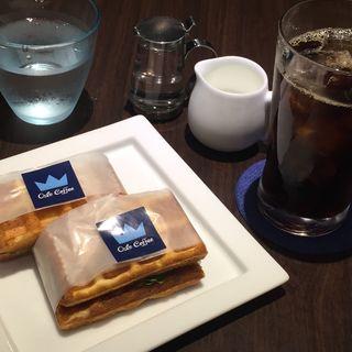 モーニングセットC スモークサーモンサラダのワッフルサンド(オスロ コーヒー 麻布十番店 (OSLO COFFEE))