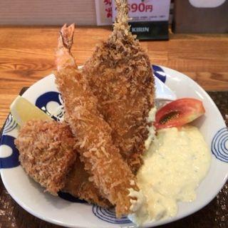 ミックスフライ定食(海鮮丼 日の出)