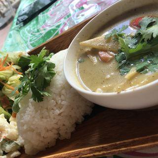 タイ風グリーンカレー(ハレノヘア ハマボールイアス店 (HALENOHEA))