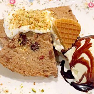 チョコとクランベリーのプレートケーキ(C Flat カフェ 心斎橋)