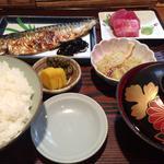 焼きサバと刺身定食