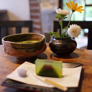 抹茶(菓子付き)(和カフェ すぎのき)