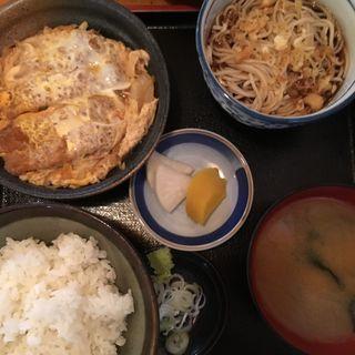 カツ煮定食(丸屋 体育館前支店 )