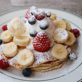 バターミルクパンケーキのフルーツミックス&ホイップクリーム添え (ブルックリンパンケーキハウス (BROOKLYN PANCAKE HOUSE))