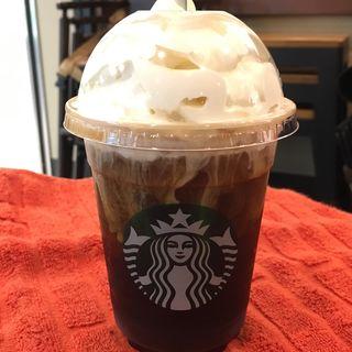 アイスコーヒーにホイップクリームカスタマイズ(スターバックス・コーヒーJR東海 新大阪駅新幹線ラチ内店 (STARBUCKS))