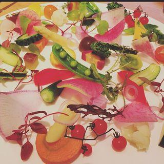 スペシャリテサラダ 15種類の旬野菜のガーデンプレート トマトのバーニャカウダソース(TOOTH TOOTH Beer Garden (トゥーストゥース ビアガーデン))
