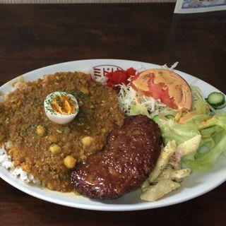 ハンバーグカレー(ミドリ食堂)
