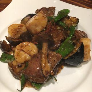 牛ヒレ肉と北海道産生ホタテのトウチ炒め(青藍 )