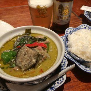 鶏となすのグリーンカレー(ムアン・タイ・なべ )