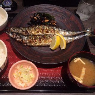 釧路産生秋刀魚 W炭火焼定食(大戸屋 三宮センタープラザ店 )