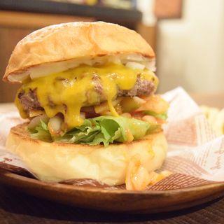 こだわり光る大人の味。絶品10品をご紹介。ハンバーガーを食べるなら浜町で!