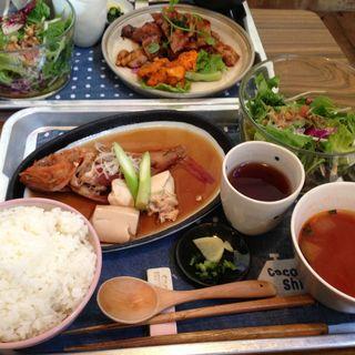 煮魚定食(海と畑の台所 Cocopelli Shrimp (ココペリシュリンプ))