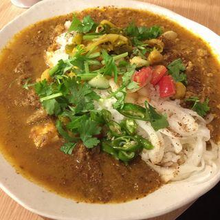 ラム肉と焼豆腐のカレーとキーマカレーのあいがけ(パクチー )