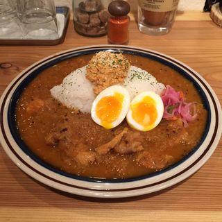三種の鶏のチキンカレー+ゆで玉子のピクルス(spiceスエヒロ (スパイススエヒロ))
