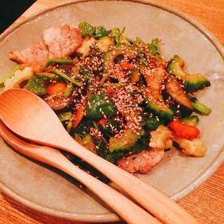 塩豚と旬野菜のゴーヤチャンプル(楽屋 SASAYA (ササヤ))