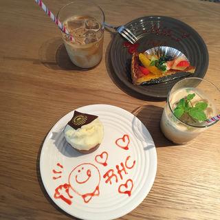レッドベルベットケーキ(RHC CAFE 大阪店 (アールエイチシーカフェ))