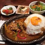 鶏肉と野菜のバジル炒めご飯のランチセット
