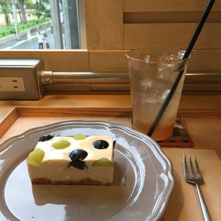 2色のぶどうの水玉レアチーズ(ソビノワ)