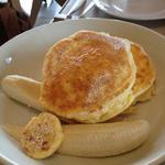 リコッタパンケーキ w/フレッシュバナナ、ハニーコームバター