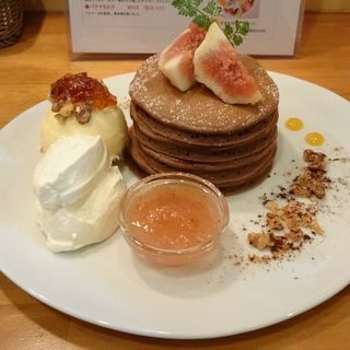 イチジクと胚芽チョコパンケーキ