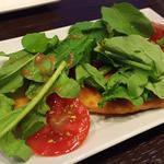 カジキのカツレツとルッコラとフレッシュトマトのサラダ