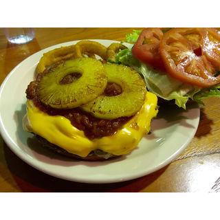 ハーフポンドバーガー(VERITAS The Burger Hut (ヴェリタス ザ バーガーハット))