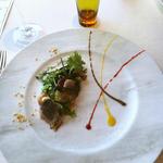 サッと炙った秋刀魚のマリネ 3色のソースと秋の彩りを添えて