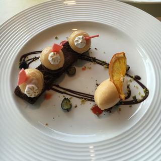 ガトーショコラに飾った可愛いオレンジクレーム(SAKURA (サクラ))