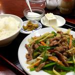 ピーマンと牛肉の炒め(龍盛菜館 渋谷店)