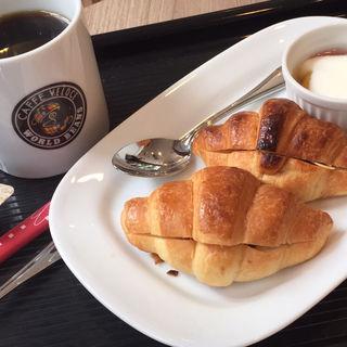 モーニングCセット チョコクロワッサン、フルーツヨーグルト添え(カフェ・ベローチェ 人形町店 (CAFFE VELOCE))