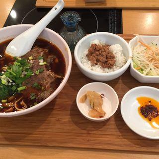 台湾牛肉麺セット(台湾担仔麺 )