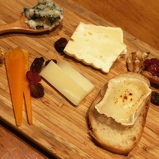 フランスチーズ盛り合わせ(ガルニ (garniture))