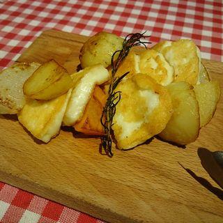 ハルミチーズのステーキ(Wine Qushe ワインキュシェ)