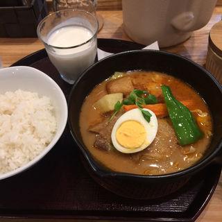 骨なしチキンのスープカレー(スープカレー 米KURA )