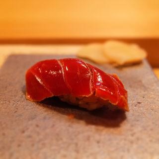 赤身(鮪)(鮨猪股)