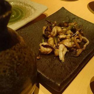 イカゲソのバター醤油鉄板焼き(博多 串鉄板 天一)
