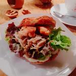 クルミドサンド 鮭とキノコ