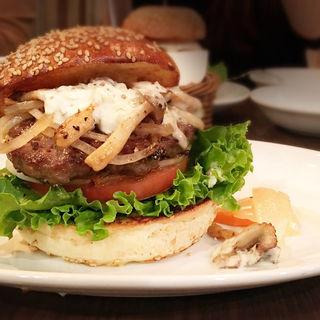 ハンバーガー+ハニーマスタードタルタルソース+マッシュルーム+グリルドオニオン トッピング(WAVES BURGER 名駅店 )