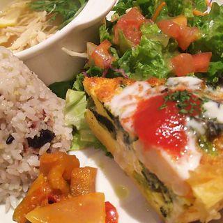 選べるキッシュとアサイードレッシングで食べるサラダランチ(Bougnat Bougnat (ブーニャ ブーニャ))