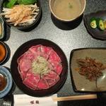 神戸牛炙り鉄火丼