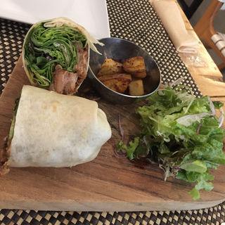 豚の角煮のラップサンド(Micasadeco&Cafe )