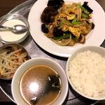 木耳と玉子豚肉炒めランチ